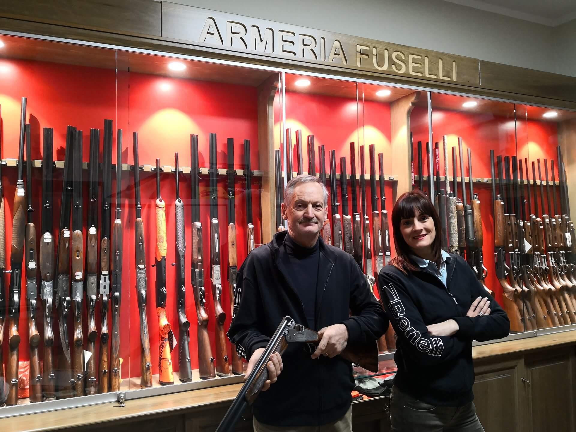 Fuselli Francesca e Fuselli Pierluigi nel loro negozio di caccia